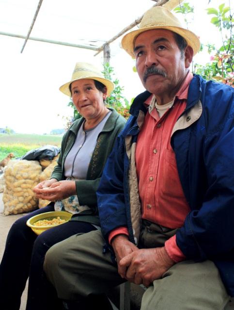 Gloria och Otoniel bor i den lilla byn Montavita. De odlar majs, potatis, grönsaker och bönor.