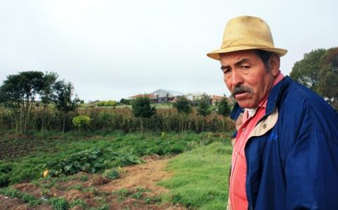 """""""Vi tänker fortsätta odla med våra egna fröer. Om vi inte gör det så försvinner dem. Och så får storföretagen all makt"""", säger Otoniel."""